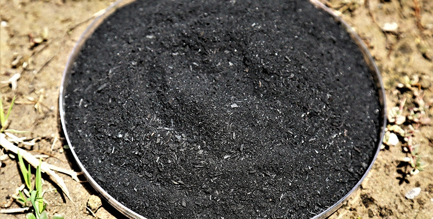 Biochar is produced by heating biomass in an oxygen-free or low-oxygen environment so that it does not (or only partially does) undergo combustion. In this system, biochar can be produced from green waste, which helps to sequester carbon and improve soil quality. An advantage of this process is that it also produces gases that can be captured as bioenergy and fed back into the energy grid, making it a carbon negative process overall.