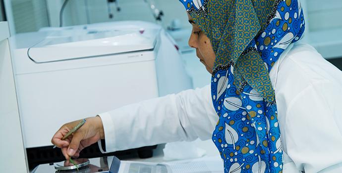 البنك الإسلامي للتنمية ومؤسسة غيتس يدعمان برنامجاً جديداً للباحثات في منطقة الشرق الأوسط وشمال أفريقيا