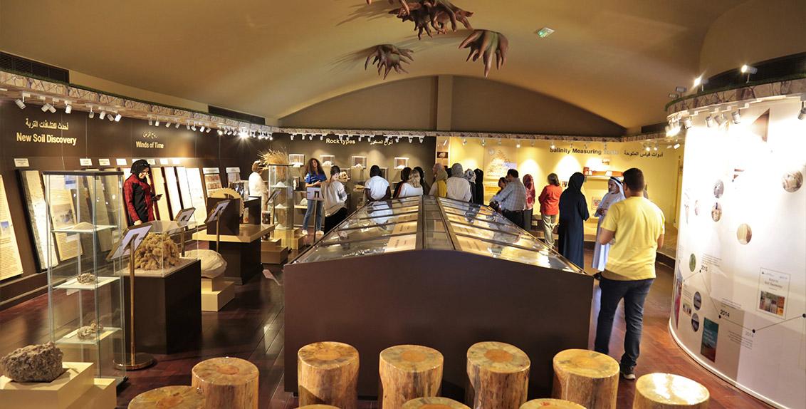 يهدف متحف الإمارات للتربة إلى زيادة التوعية، لاسيما بين الشباب، حيال التهديدات التي تهدد بالتربة والدور المهم للتربة السليمة في تلبية الاحتياجات الراهنة والمستقبلية من الأغذية على مستوى العالم.